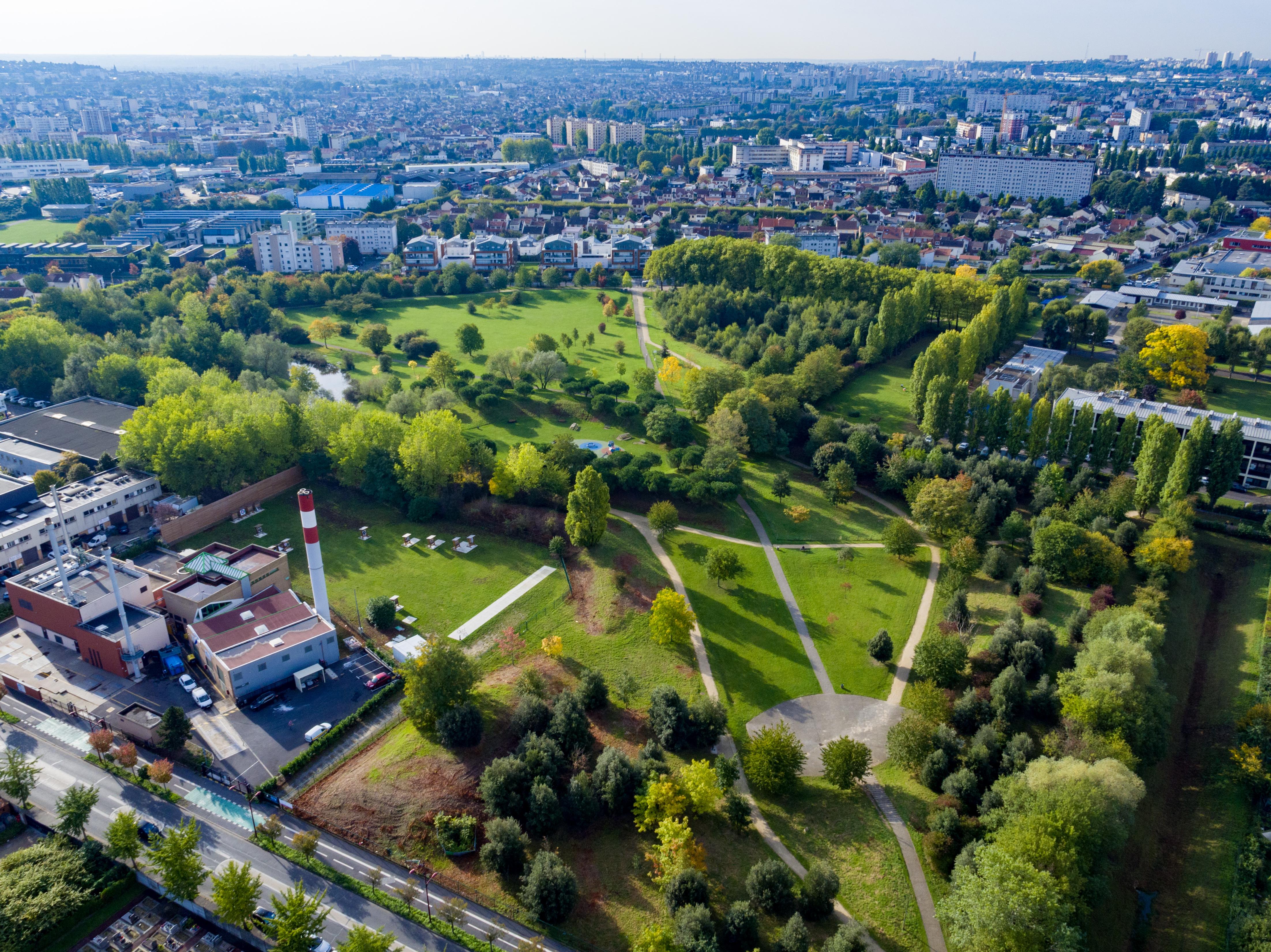 180c2f0087f Bondy compte de nombreux espaces verts répartis dans toute la ville. Le  plus grand